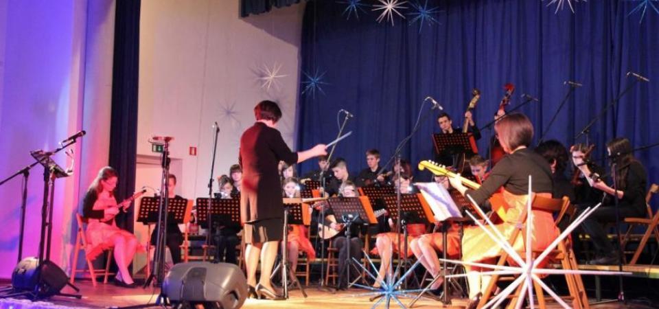 Tamburjaški praznični koncert v Vipavi (tamburaši in tamburice)