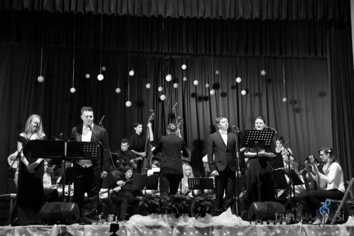 Glasbeno društvo Tamburjaši s solisti: Gaja Sorč, David Čadež, Marko Kete in Mirjam Horvat
