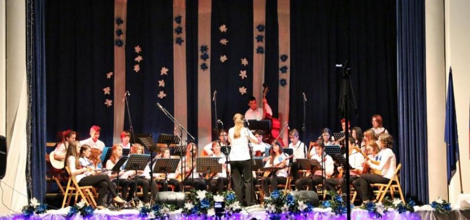 Novoletni koncert Tamburjašev (tamburaški orkester in zvoki tamburic)