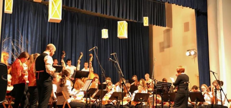 Praznični koncert Tamburjašev (tamburaši in zvoki tamburic)